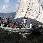⛵ El barco construido con desechos plásticos marinos