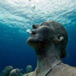 """ El primer museo submarino de Europa """"atrapado"""" por el plástico"""