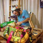 🎒 Creó una empresa que Fabrica Mochilas con Desechos