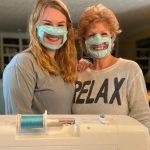 Esta estudiante fabrica mascarillas transparentes gratuitas para personas sordas