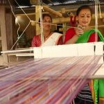 👘 Esta mujer Emplea a 2000 Mujeres transformando Desechos Plásticos en Tela